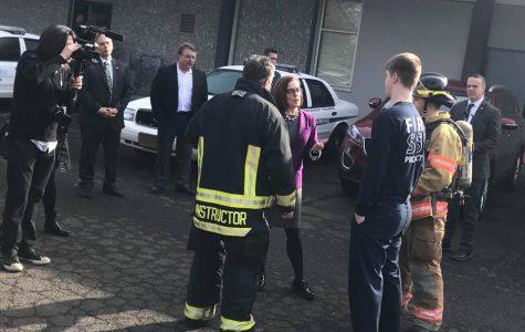 Oregon Governor Visits Sabin-Schellenberg Professional Center